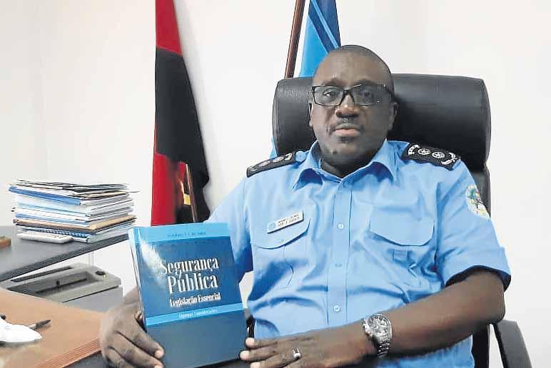 Comandante de Benguela aborda segurança pública em livro