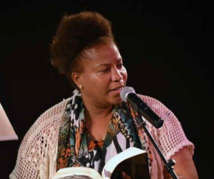 "Projecto ""Escritor do mês"" revisita obras da poetisa Amelia da Lomba"
