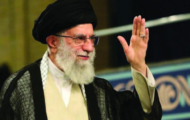 """Ayatollah Ali Khamenei chama 'tipo' a Trump e diz: """"Não podes fazer nada"""""""
