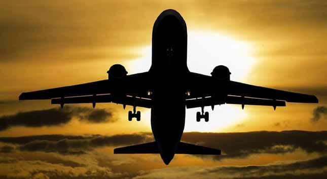 Empresas aéreas desviam ou cancelam vôos sobre Iraque e Irão após ataque a tropas dos EUA