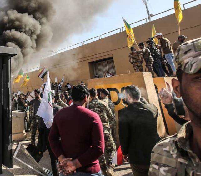 Milhares de manifestantes atacaram embaixada dos Estados Unidos em Bagdad