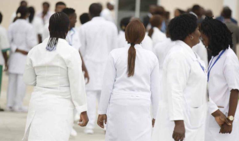Mais de 200 médicos em risco de não enquadramento