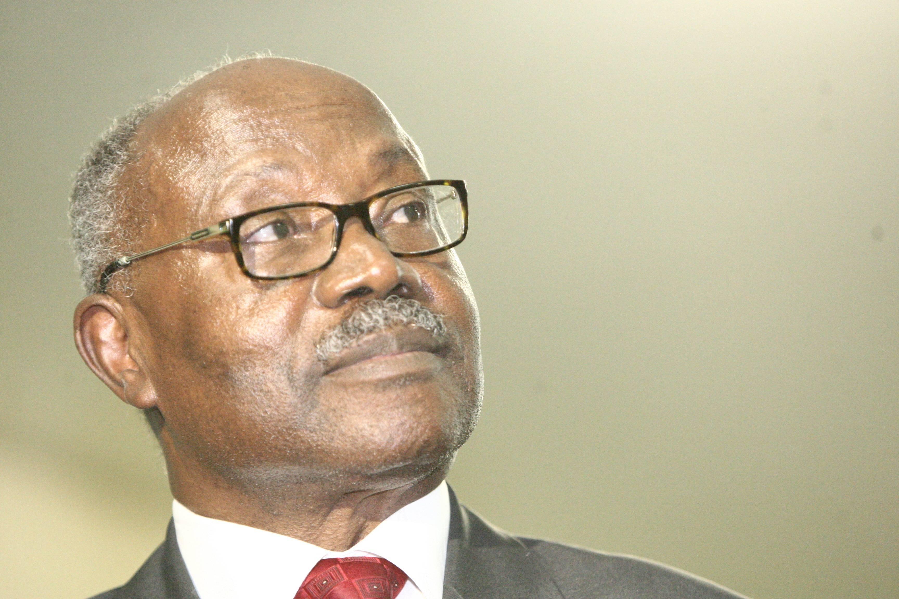 Ngonda suspende secretário-geral