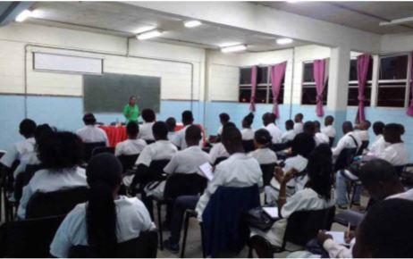 Escolas do ensino secundário autorizadas a cobrar emolumentos