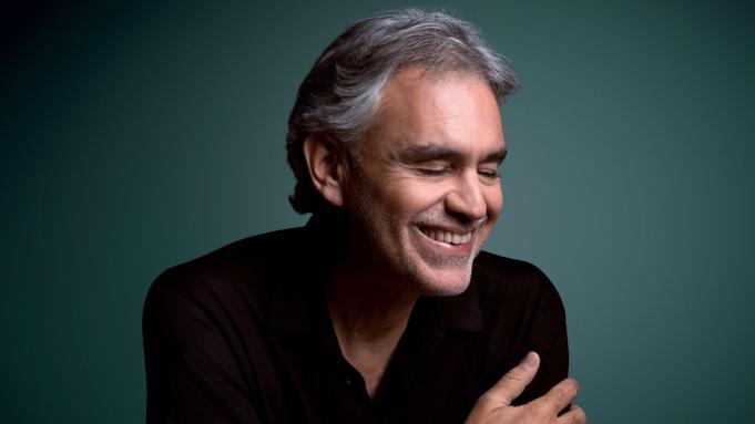 """Andrea Bocelli revela que teve Covid-19 e doa plasma para pesquisa. """"Foi um pesadelo"""""""