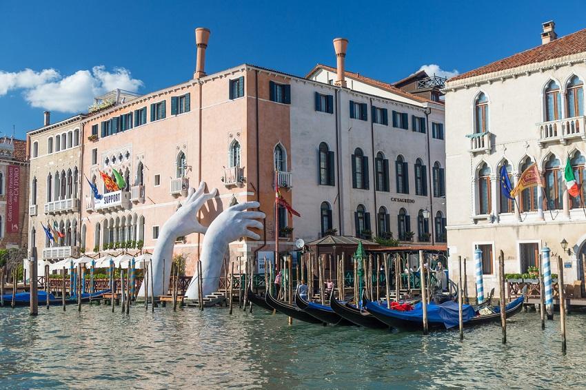 Adiadas Bienais de Arquitectura e Arte de Veneza