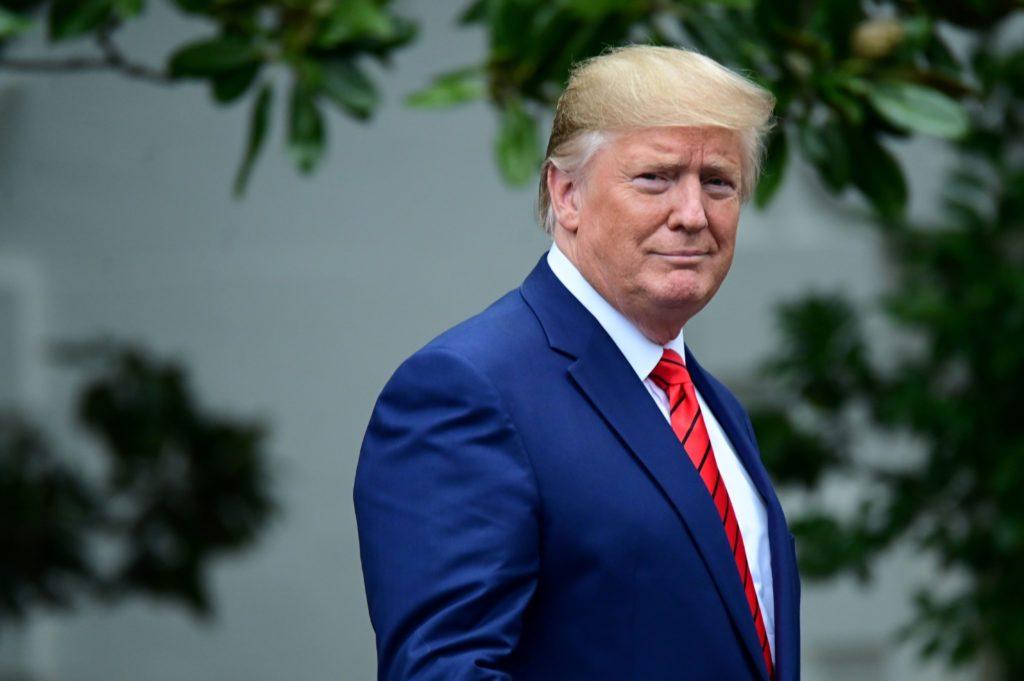 Trump reúne assessores de campanha em meio a desafios crescentes para reeleição
