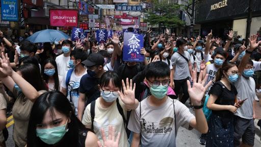 """Autoridade chinesa diz que alguns protestos em Hong Kong foram """"terroristas por natureza"""""""