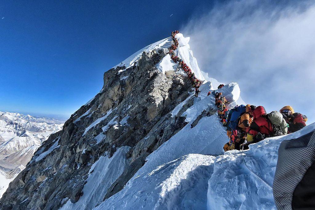 Expedição chinesa realiza pesquisas no pico mais alto do mundo