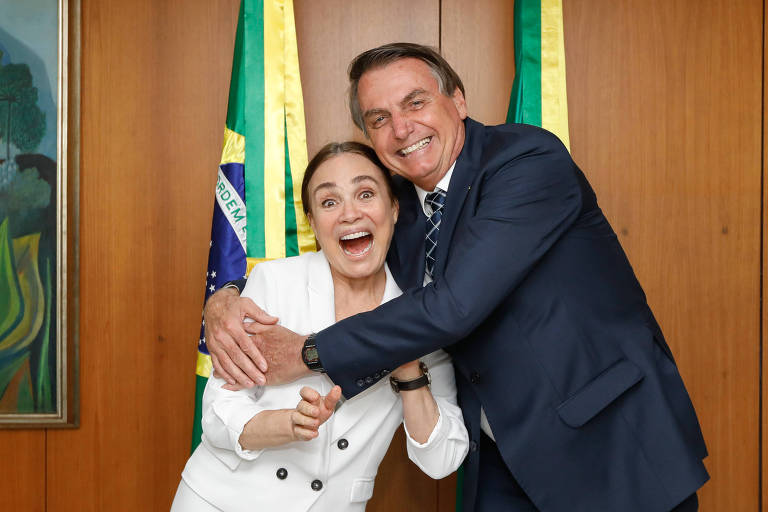 Dois meses de polémicas, Regina Duarte deixa Secretaria brasileira da Cultura