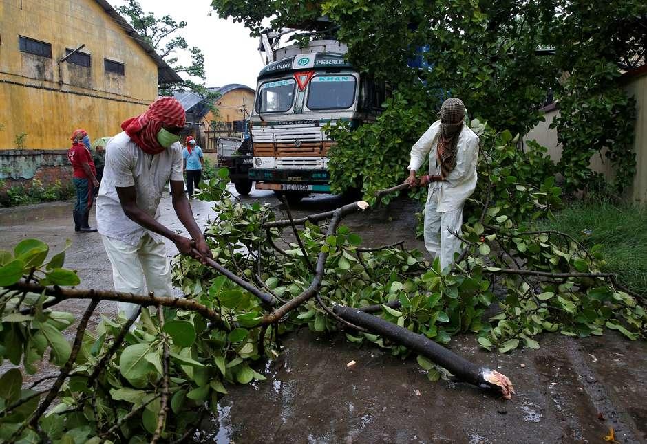 Ciclone mais forte em mais de uma década atinge Índia e Bangladesh