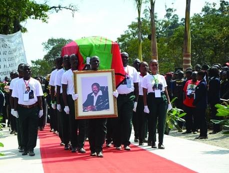 """""""Enterro de Jonas Savimbi foi um passo importante para a reconciliação nacional"""""""