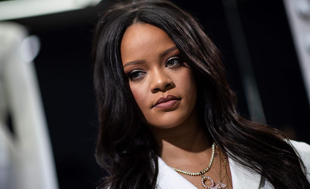 Rihanna e CEO do Twitter doam mais de 23 milhões e Jennifer Lawrence adere ao Twitter