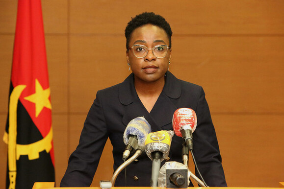 Vera Daves na lista de mulheres influentes de África