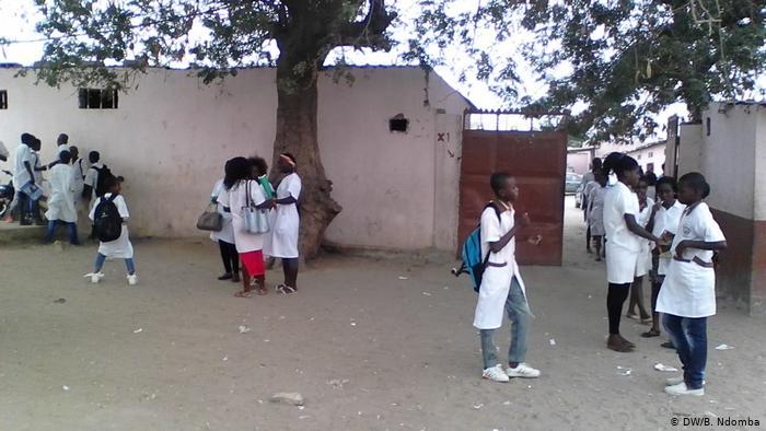 Mais de 44% dos estudantes angolanos defecam ao ar livre