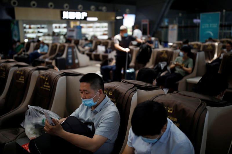 Capital e províncias chinesas impõem restrições de viagens à medida que aumentam os casos de Coronavírus