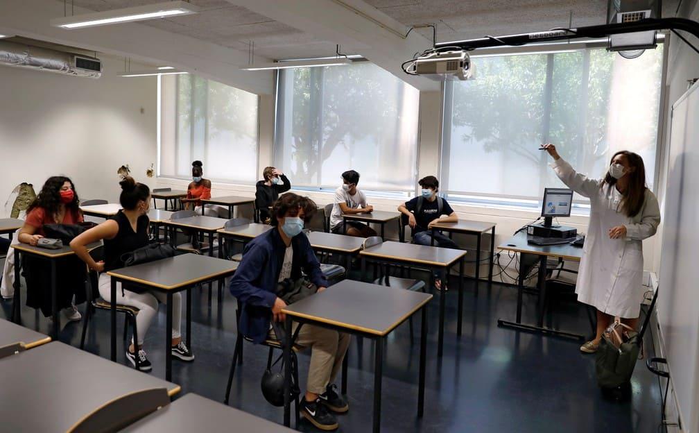 Israel coloca 16 mil alunos e professores em quarentena
