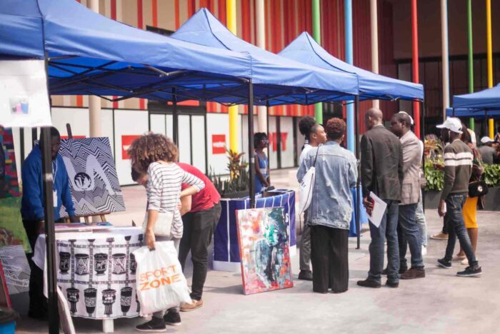Editora Acácias promove feira do livro no Xyami Shopping