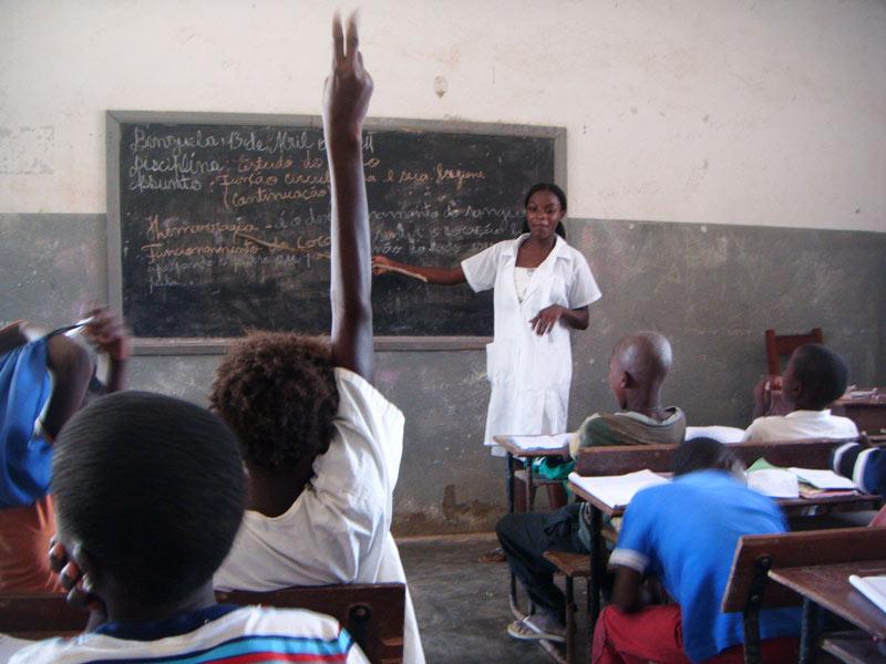 Mais de 75 mil professores do ensino privado sem salário há três meses