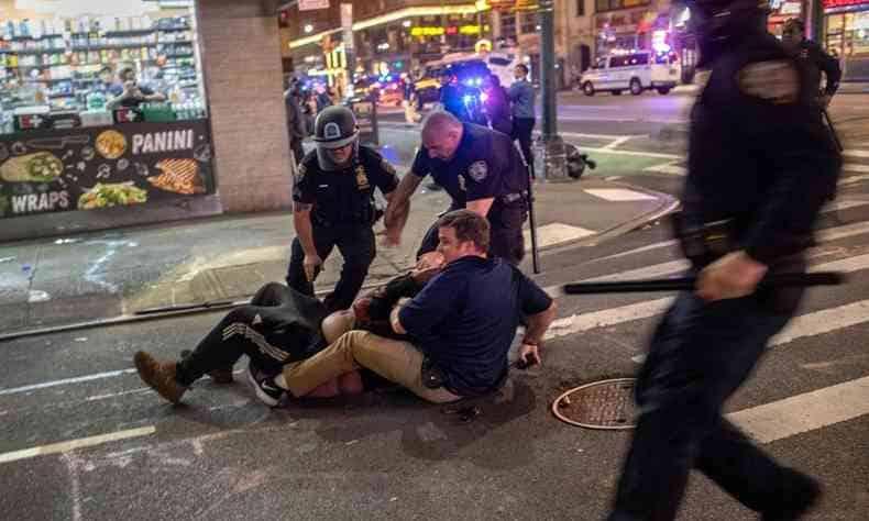Mais de 200 pessoas presas em Nova Iorque antes do toque de recolher