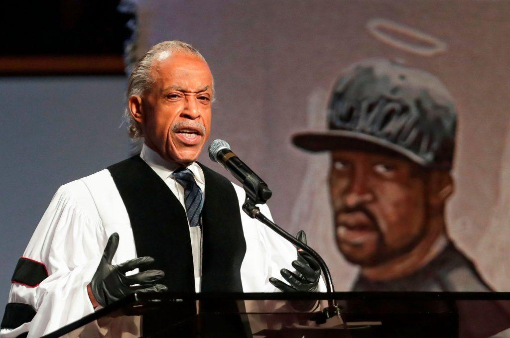 """Protestos """"mudarão o mundo inteiro"""" após funeral de George Floyd, diz reverendo Al Sharpton"""