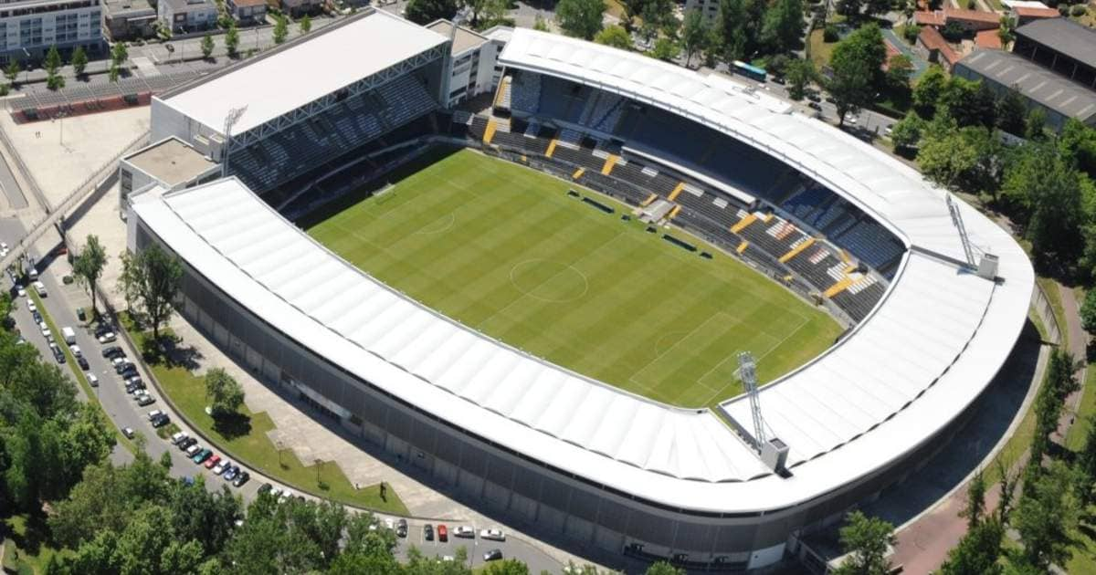UEFA confirma estádios para os oitavos da Champions e da Liga Europa