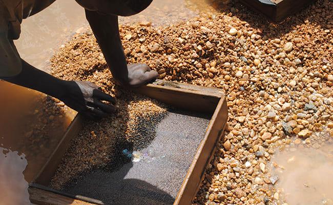 Adolescente morre soterrado em zona de garimpo de ouro