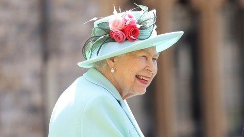 """Staff em quarentena e família em casas separadas: os dias de férias da rainha na """"bolha de Balmoral"""""""