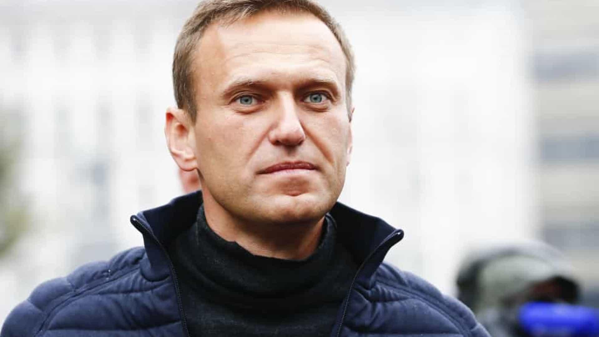 Kremlin refuta pedidos para investigar doença de Navalny e questiona envenenamento