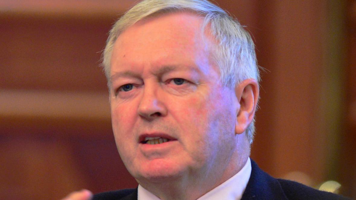 Ex-diplomata britânico está sob investigação por suspeitas de espionagem para a China, avança media
