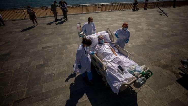 Hospital espanhol leva doentes com covid-19 para terapia na praia