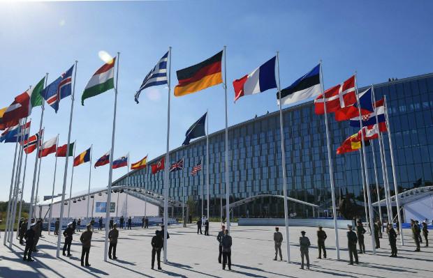 Europa ainda precisa dos EUA e da Otan para segurança, diz ministra alemã