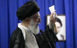 Líder supremo do Irão ameaça Donald Trump através de mensagem no Twitter