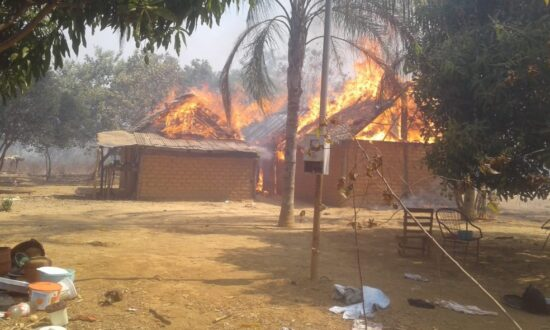 Suposto curandeiro manda queimar uma aldeia por alegadamente ser habitada por feiticeiros