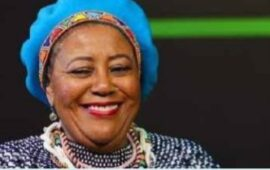 Luto // Cantora de jazz sul-africana Sibongile Khumalo morre após derrame