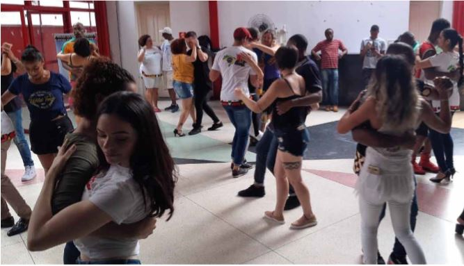 """""""Danças angolanas"""" são mote de workshop online em São Paulo, Brasil"""