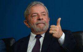 Lula recebe alta após quatro dias internado por bactéria no sangue