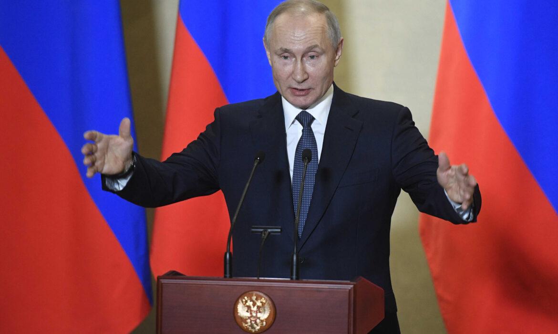 """Putin acusa Ocidente de utilizar Navalny para contrariar """"política de contenção"""""""