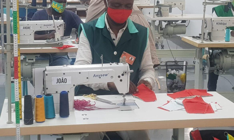 Produção de máscaras reutilizáveis reduz pela metade