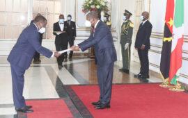 Novos embaixadores entregam cartas credenciais ao Presidente da República
