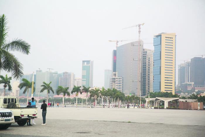 Revista destaca progressos das reformas em Angola