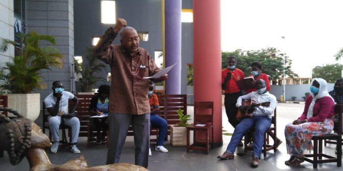 Celebração do Dia Mundial da Poesia junta poetas e trovadores na Mediateca de Luanda