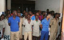 Cidadãos permanecem presos um ano depois de cumprirem as penas