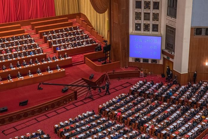 China formaliza ampla reviravolta eleitoral em Hong Kong e exige lealdade