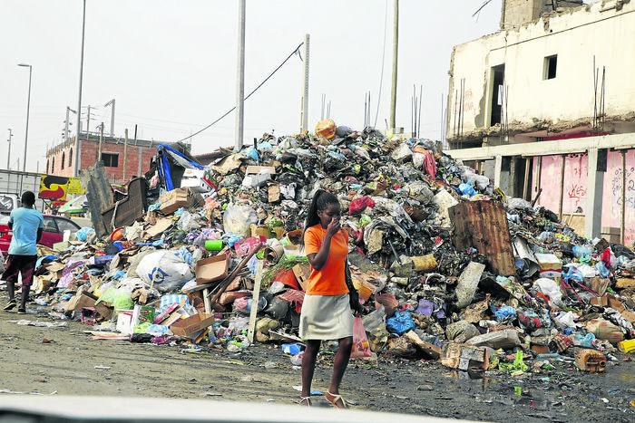 Carta do leitor: Moradores com dificuldades em deitar o lixo