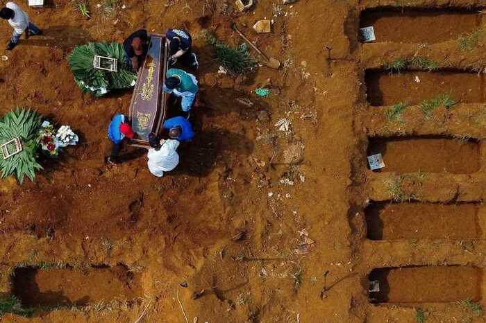 """Senado pede ajuda: """"pandemia no Brasil é um risco para o mundo"""""""