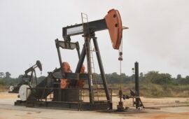 Petróleo com queda de 2% na semana por aumento de oferta e novos lockdowns