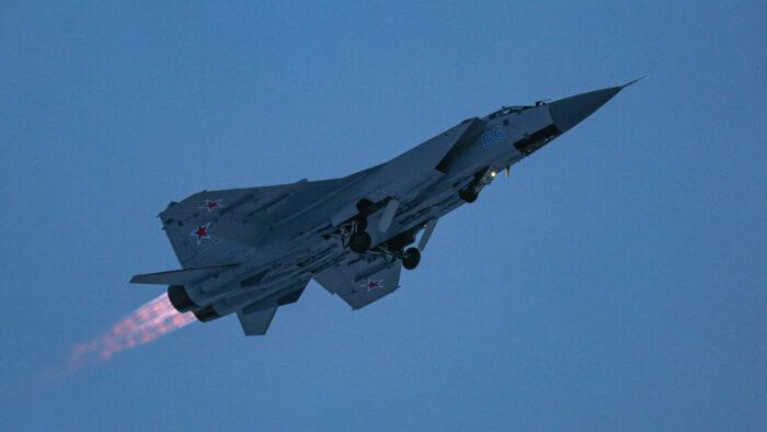 Caça russo MiG-31 intercepta aviões de patrulha dos EUA e Noruega sobre o mar de Barents
