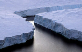 Maior iceberg do mundo derrete no território britânico ultramarino