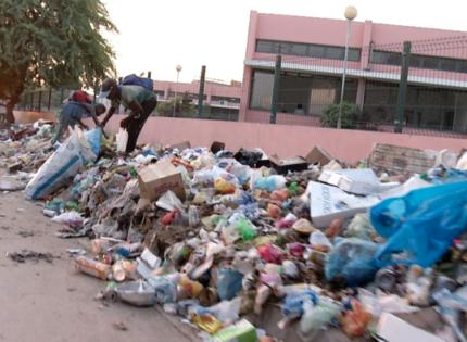 Chuva, uma bênção (des)necessária, na capital de luxuoso lixo